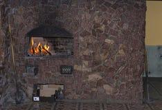 Open haard in de muur wordt gebouwd die Royalty-vrije Stock Afbeeldingen