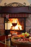 Open haard en Rode Wijn 2 Royalty-vrije Stock Foto's