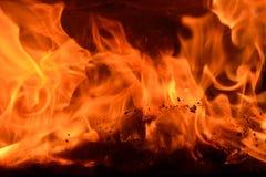 Open haard, opvlammende brand Stock Fotografie