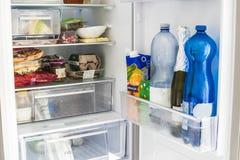 Open koelkast Stock Fotografie