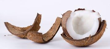 Open kokosnoot en gebroken schil royalty-vrije stock foto