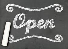'Open' krijt die op bord schrijven Royalty-vrije Stock Foto