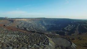 Open kuilkolenmijn, mijnbouw voor steenkool, hoogste menings luchthommel stock footage