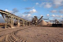 Open kuilmijnbouw voor zand en grint Stock Foto