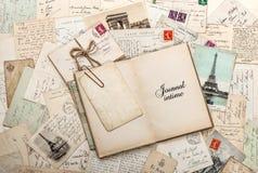 Open leeg agendaboek, oude brieven, Franse prentbriefkaaren Stock Fotografie