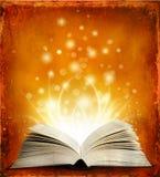 Open magisch boek met lichten Stock Foto