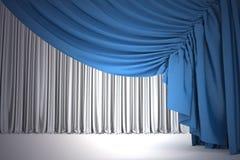 Open marineblauw theatergordijn met licht en schaduwen Stock Foto