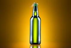Open natte bierfles Stock Afbeeldingen