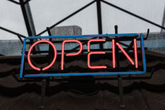 Open neonteken Stock Fotografie