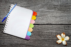 Open note book  on wood background Royalty Free Stock Photos