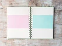 Open notitieboekje blanco pagina om met tekst te vullen Royalty-vrije Stock Foto's
