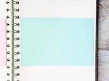 Open notitieboekje blanco pagina om met tekst te vullen Stock Afbeeldingen