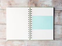 Open notitieboekje blanco pagina om met tekst te vullen Stock Fotografie