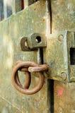 Open op een oude deur Stock Afbeeldingen