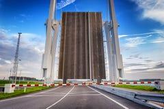 Open Ophaalbrug over rivier royalty-vrije stock foto