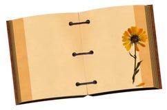 Open oud notitieboekje met bloem Royalty-vrije Stock Afbeeldingen