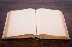 Open oud uitstekend boek Royalty-vrije Stock Afbeelding