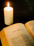Open page of the complete works of shakespeare and burning candl Royalty Free Stock Photography