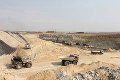 Open Pit Coal Mining en verwerking stock afbeeldingen