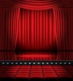 Open Rode Gordijnen met Zetels en Exemplaarruimte Royalty-vrije Stock Foto's
