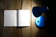 Open schrijven-boek en de inrichting royalty-vrije stock afbeelding