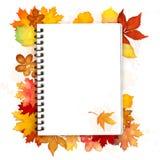 Open spiraalvormig notitieboekje met de vector van de herfstbladeren Stock Foto's