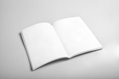Open Tijdschrift met Blanco pagina's Royalty-vrije Stock Afbeeldingen