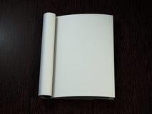 Open Tijdschrift met Blanco pagina's het 3d teruggeven Stock Foto's