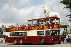 Open-top τουριστηκό λεωφορείο πόλεων, Λονδίνο Στοκ Φωτογραφίες