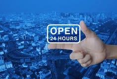 Open 24 urenpictogram op vinger Stock Foto