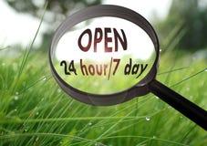 Open 24 uur/van 7 dagen Stock Foto
