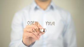 Open Uw Wereld, mens die op het transparante scherm schrijven Stock Fotografie