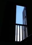 Open venster aan blauwe hemel stock foto's