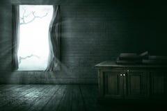 Open venster met tak royalty-vrije stock fotografie