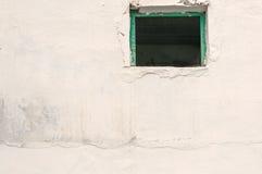 Open Venster, Rustiek de Wit Ommuurde Bouw Stock Foto