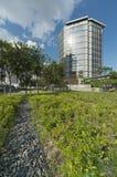 Openbaar Park en de Moderne bouw stock afbeeldingen