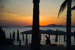 13 11 2014 - Openbaar strand en de toevluchtstad van Pattaya, Thaila Stock Foto's