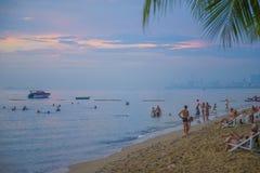 13 11 2014 - Openbaar strand en de toevluchtstad van Pattaya, Thaila Royalty-vrije Stock Afbeelding
