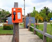 Openbaar telefoon dubbel systeem in Thailand, kaart en muntstuk Stock Foto's