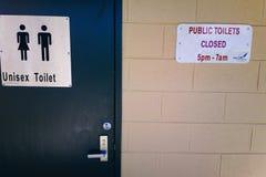Openbaar Toilet bij van de de Reserveweg van het Stierenkamp de Parkeerplaats Australië Royalty-vrije Stock Afbeeldingen