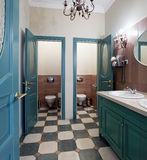 Openbaar toiletbinnenland Royalty-vrije Stock Fotografie