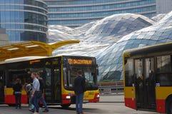 Openbare bussen in Poolse hoofdstad Warshau stock afbeeldingen