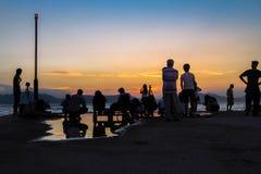 Openbare Ladingsveerboot, Kennedy Town, Hong Kong: één van de weinig beste plaatsen voor het nemen van zonsondergangfoto's met be stock afbeeldingen