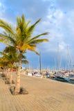 Openbare promenade in de haven van Puerto Calero Stock Afbeeldingen