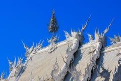 Openbare witte tempel met duidelijke hemelachtergrond Stock Fotografie