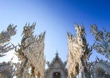 Openbare witte tempel met duidelijke hemelachtergrond Royalty-vrije Stock Afbeeldingen