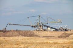 Opencast угольная шахта бурого угля Гигантский экскаватор стоковые фотографии rf