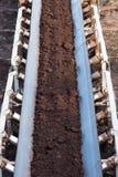 Opencast угольная шахта бурого угля Ленточный транспортер стоковые фотографии rf