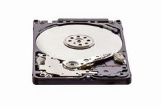 Opened拆卸了硬盘从计算机,与镜子作用的hdd 背景查出的白色 免版税库存照片