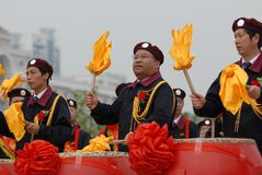 Beat gongs and sound drums-extensive mass fitness programs. Opening ceremony of the first national fitness games in Jiangxi Province, April 30, 2008 in Nanchang Stock Photos